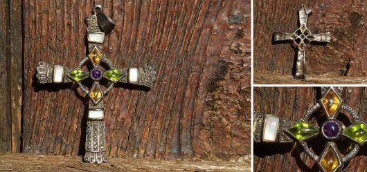Filigranes Messingkreuz versilbert