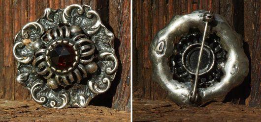 Silberne Trachtenbrosche mit Granat