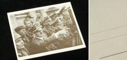Adolf Hilter mit Soldaten und Offizieren