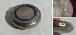 Kleine Pillendose aus Silber