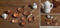 Konvolut Puppenstuben-Geschirr aus Kupfer und Porzellan