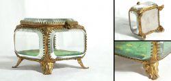 Altes Pretiosenkästchen aus Glas und Messing aus dem 19. Jahrhundert