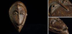 Alte primitive oval geformte Maske der Djimini 1960 - 1970