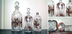 Drei Flaschen mit dekorativer Bauernmalerei